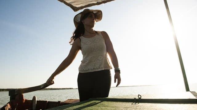 Marta la barquera paseo en barca